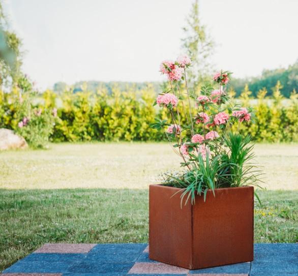 Fiora S - blomkruka i cortenstål
