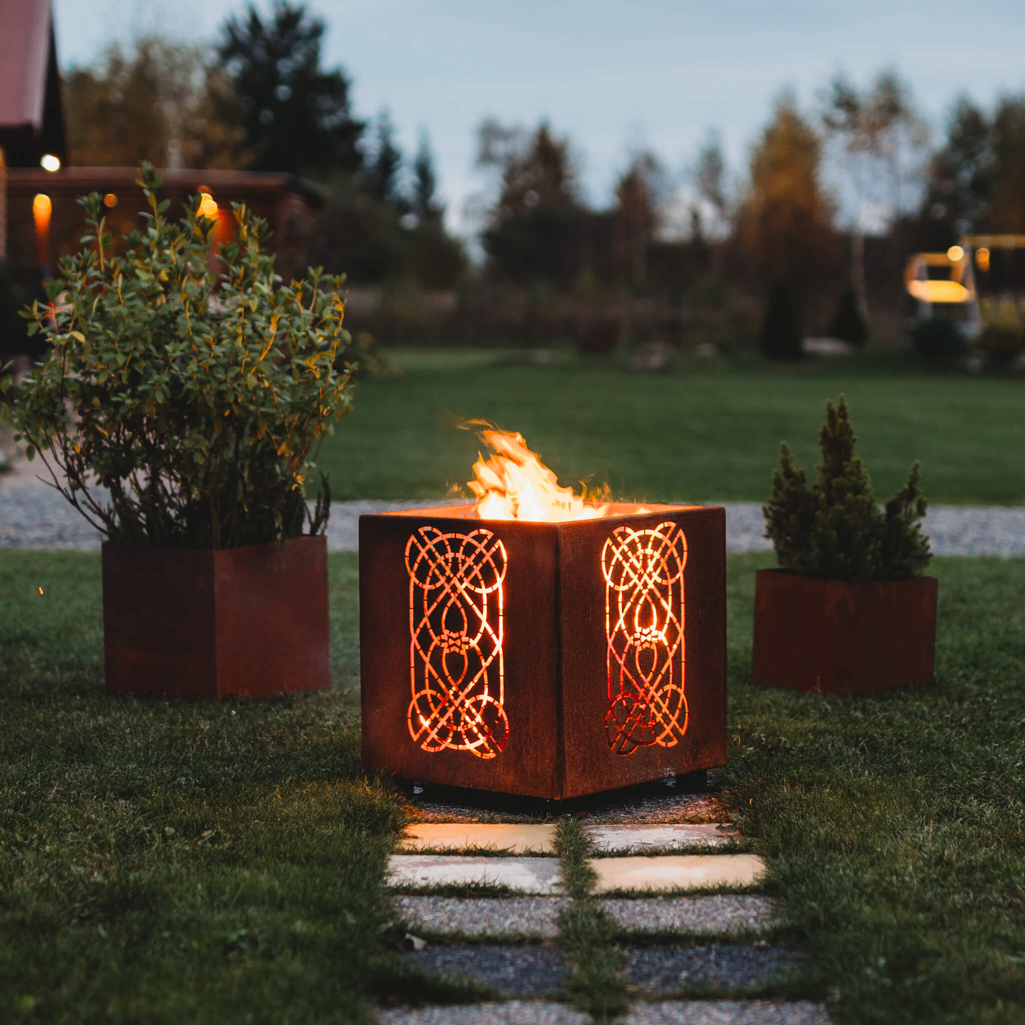 GrillSymbol Cor-Ten Steel Fire Pit Laterna